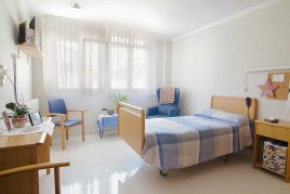 Habitación individual de la Residencia de personas mayores Txurdinagabarri de Bilbao