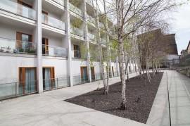 Alde bateko terrazak eta patioa