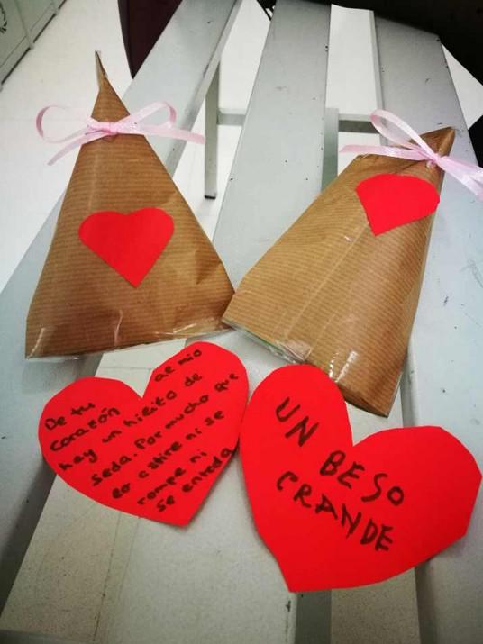 San Valentinek maitasunez bete du Txurdinagabarri Egoitza eta Eguneko Zentroa