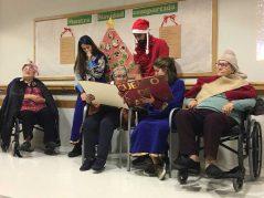 Cuentacuentos navideño en la Residencia de mayores Txurdinagabarri