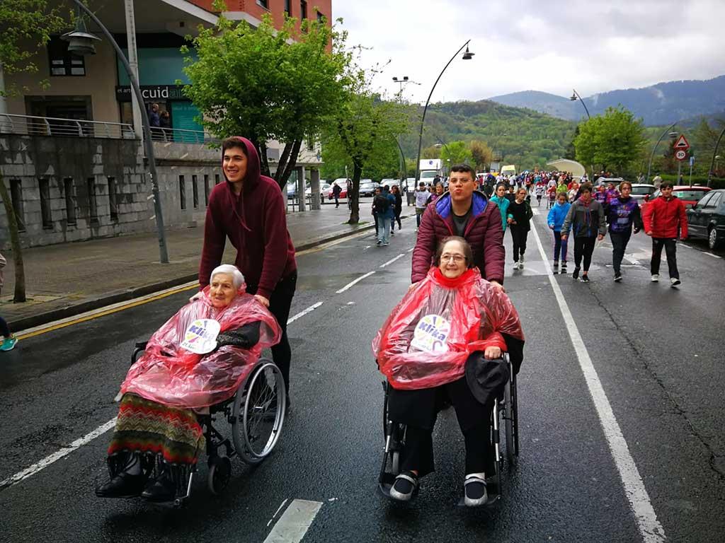La Residencia de ancianos Txurdinagabarri, en la Korrika 2019