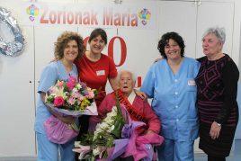 Celebración de centenaria en la Residencia de mayores Barandiaran de Durango