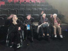 El grupo de la Residencia Txurdinagabarri, en el cine