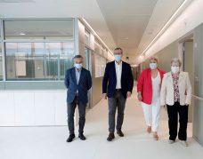 Mikel Tellaeche, Markel Olano, Maite Peña y Sor Monserrat Esparza, en el Hospital de Eibar