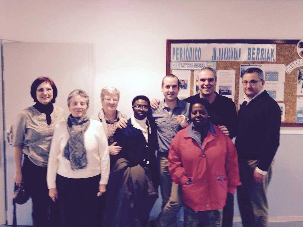 Asistentes a la celebración de Navidad en el centro de personas mayores Joxe Miel Barandiaran de Durango