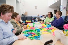 Usuarias y cuidadoras en el Centro De Día Joxe Miel Barandiaran de Durango