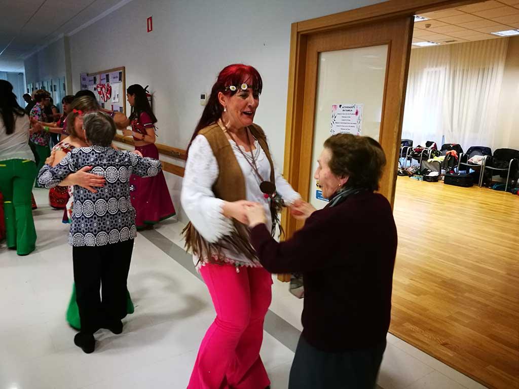 Txurdinagabarrin dantzan Doris Palaoren Dantza Konpainiarekin
