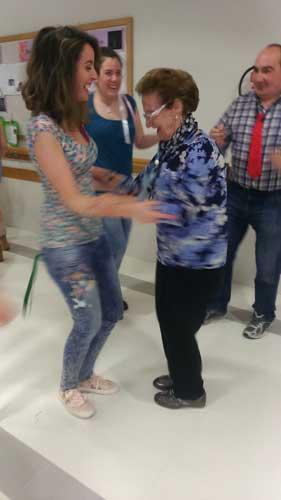 Tarde de baile en la Residencia de Personas Mayores Txurdinagabarri de Bilbao