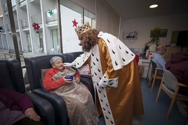 Los Reyes Magos en la Residencia de adultos mayores Joxe Miel Barandiaran de Durango