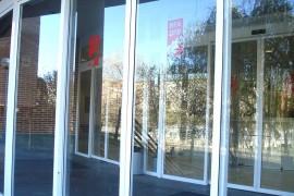 Entrada al Centro de Día de Ancianos Txurdinagabarri de Bilbao (Bizkaia)