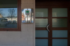 Entrada al Centro de Día de Ancianos Aita Menni de Arrasate (Gipuzkoa)