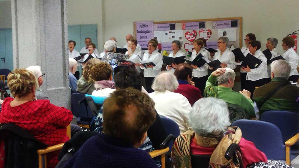 Visita del Coro del Club de Jubilados de Bolueta
