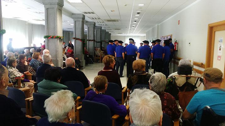Actuación del Coro de Txikiteros de Udondo en la Residencia Txuredinagabarri