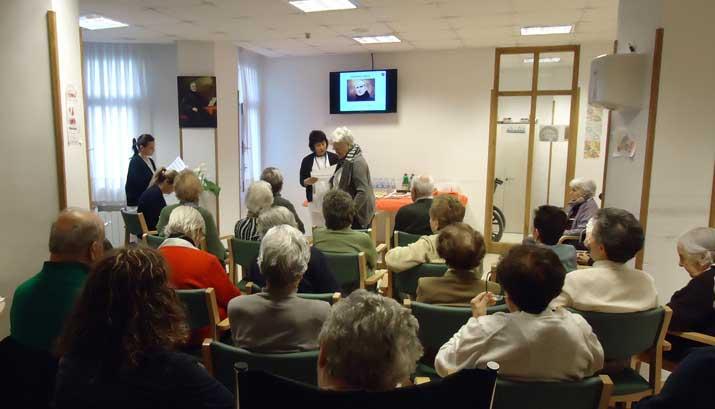 Charla sobre San Benito Menni en el Centro de Día de Personas Mayores de Deusto