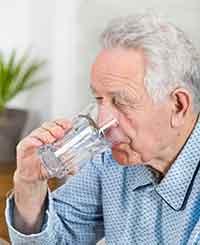 La disfagia (dificultad para tragar) y su tratamiento en ancianos