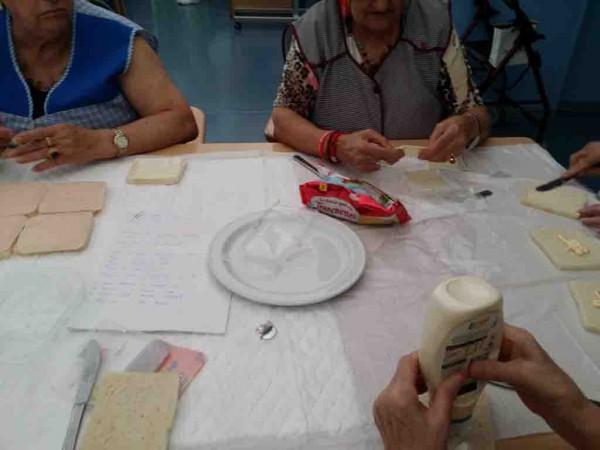 Taller de cocina en el Centro de Día de Personas Mayores Joxe Miel Barandiaran de Durango (Bizkaia)