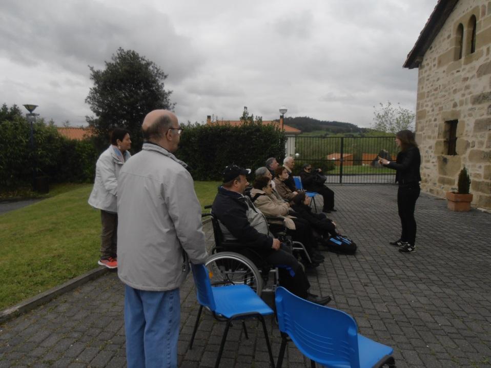 Las personas mayores de la Residencia Barandiaran visitan el caserío Landetxo Goikoa