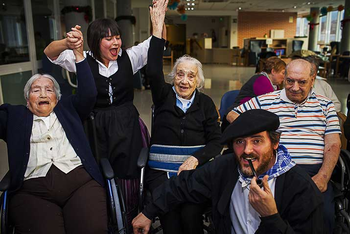 Adulto mayor en Navidad en la Residencia Txurdinagabarri de Bilbao