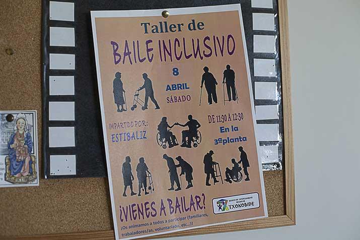 Sesión de baile inclusivo con personas mayores