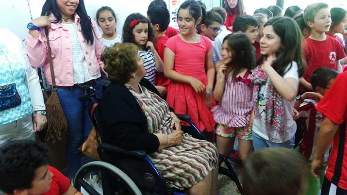 Cuentacuentos con personas mayores en la Ikastola Begoñazpi