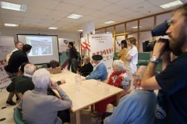 Personas mayores en el Taller de Reminiscencia basada en el Fútbol del Centro de Día de Deusto