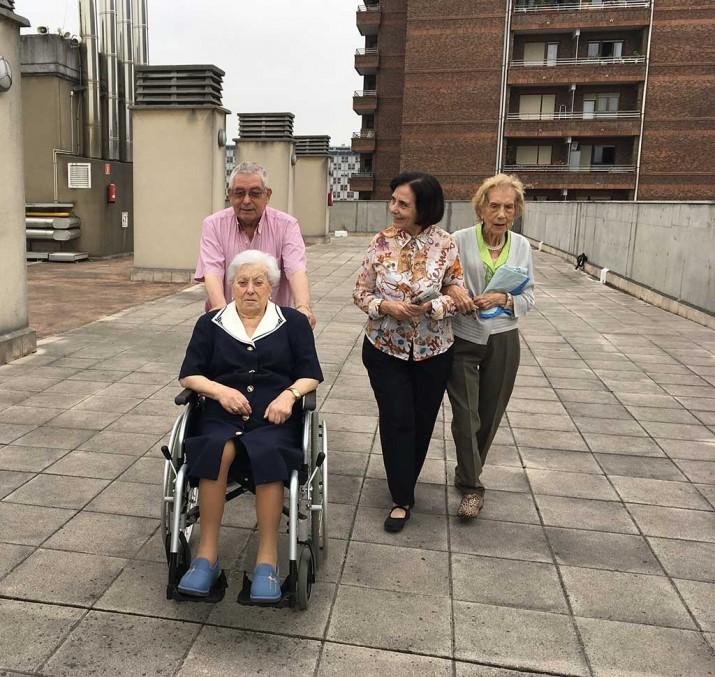 Verano en la Residencia de persdonas mayores Txurdinagabarri de Bilbao