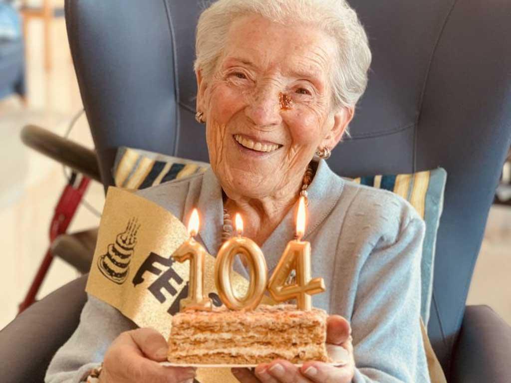 Cumpleaños en la Residencia de mayores Txurdinagabarri de Bilbao