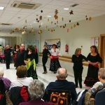 Baile en la Residencia de mayores Txurdinagabarri de Bilbao