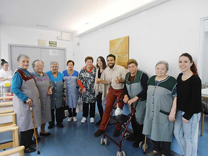 Participantes en el progrma de reminiscencia del Centro de Día de Personas Mayores de Durango