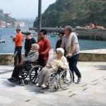 Personas mayores de la Residencia Santiago en Pasaia