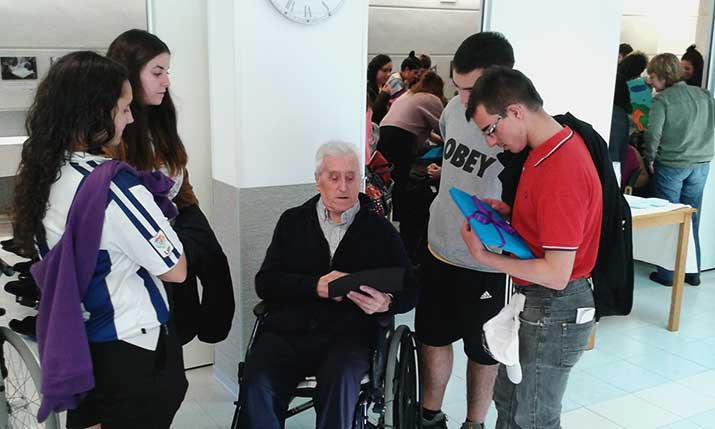 Intercambio intergeneracional entre jóvenes y personas mayores