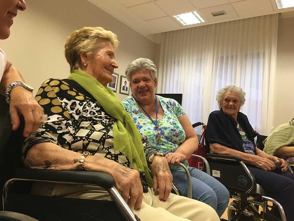 Taller de risoterapia en la Residencia de ancianos Txurdinagabarri de Bilbao