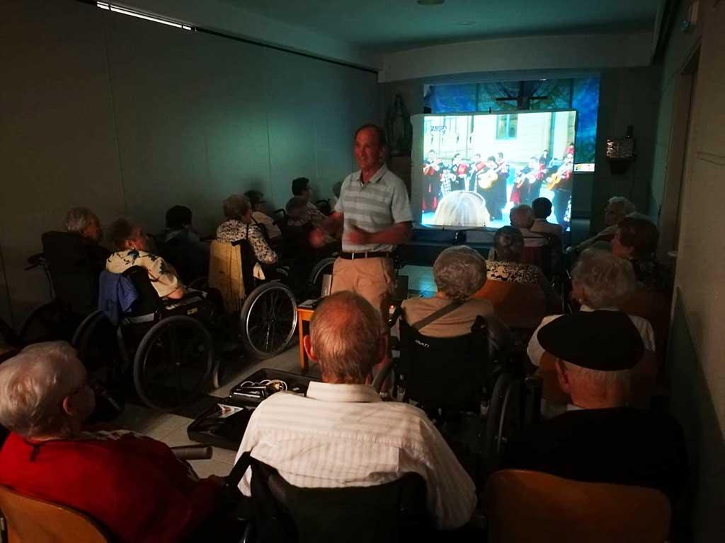 Karaoke en la Residencia de ancianos Santiago de Villabona