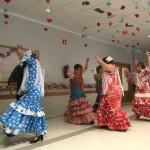 Bailando sevillanas en la Residencia Txurdinagabarri