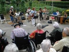 Concierto de Anakruxa en la Residencia de personas ancianos Santiago de Villabona