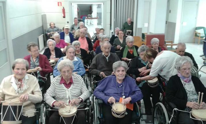 Ensayos de la Tamborrada en la Residencia de ancianos Santiago de Villabona, Gipuzkoa