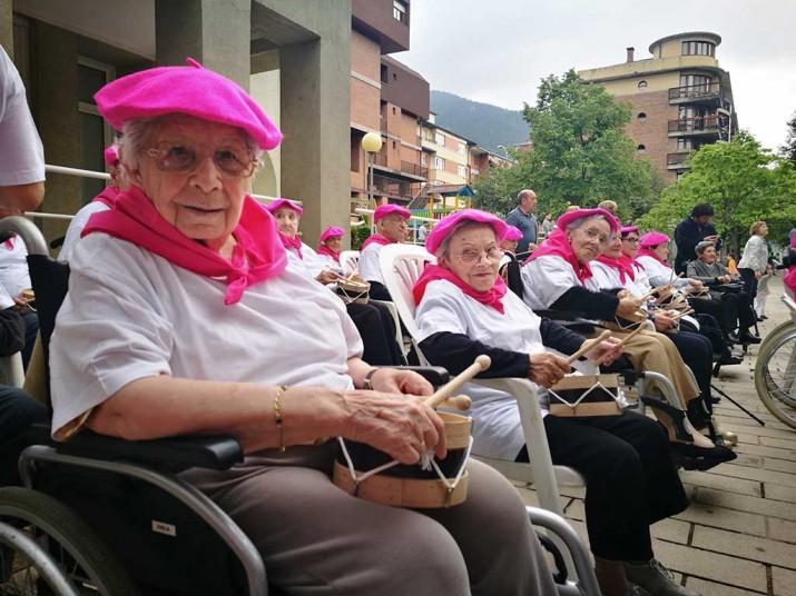 Tamborrada en la Residencia de ancianos Santiago de Villabona, Gipuzkoa