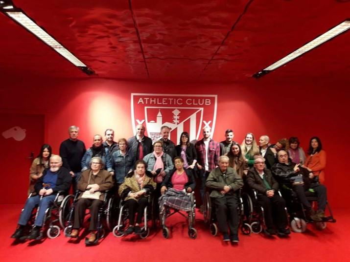 Visita a San Mamés del Taller de Reminiscencia de la Residencia de la tercera edad Txurdinagabarri de Bilbao