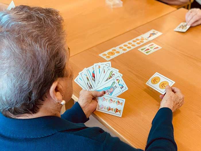 Campeonato de juegos de mesa en la Residencia de mayores Txurdinagabarri