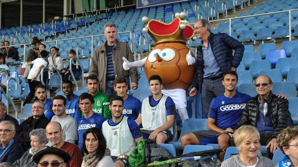 El Taller de Reminiscencia basada en el Fútbol de la Residencia San Martín de Oñate visita Zubieta