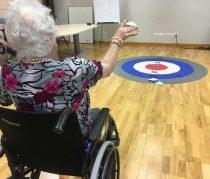 Juegos para personas mayores en la Residencia Txurdinagabarri de Bilbao