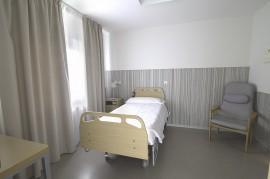 Habitación individual en la Residencia de Personas Mayores Santiago de Villabona (Gipuzkoa)