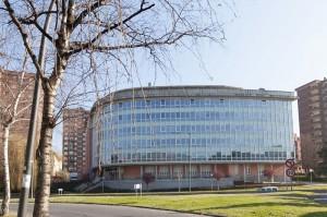 Edificio de la Residencia de Ancianos Txurdinagabarri de Bilbao (Bizkaia)