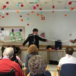 Truco de magia con cuerdas en la Residencia de ancianos Txurdinagabarri de Bilbao