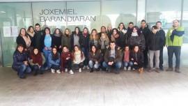 Visita de alumnos de Atención a Dependientes a la Residencia de la Tercera Edad Barandiaran de Durango, Bizkaia