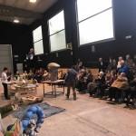 Ancianos de la Residencia Santiago (Villabona) en el taller de los gigantes y cabezudos de Tolosa
