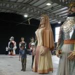 Presentando a los gigantes y cabezudos a la Residencia de la Tercera Edad Santiago de Villabona