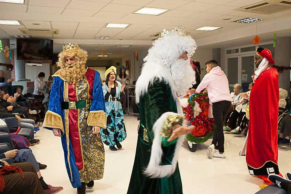 Reyes Magos en la Residencia de ancianos Txurdinagabarri de Bilbao