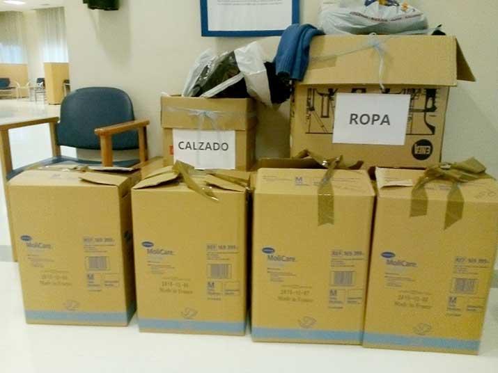 Cajas de ropa para personas refugiadas, en Txurdinagabarri